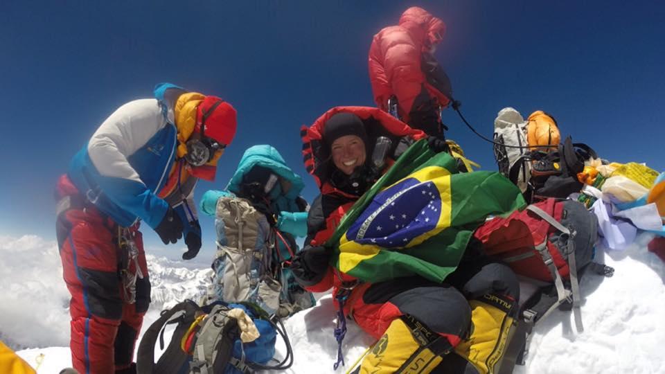 """Thais Pegoraro no cume do Everest no dia 19/05/16, às 12:30. """"Foi como ir a lua e voltar. Projeto Sete em fase final - 7 montanhas em 12 meses. Só falta uma!"""""""