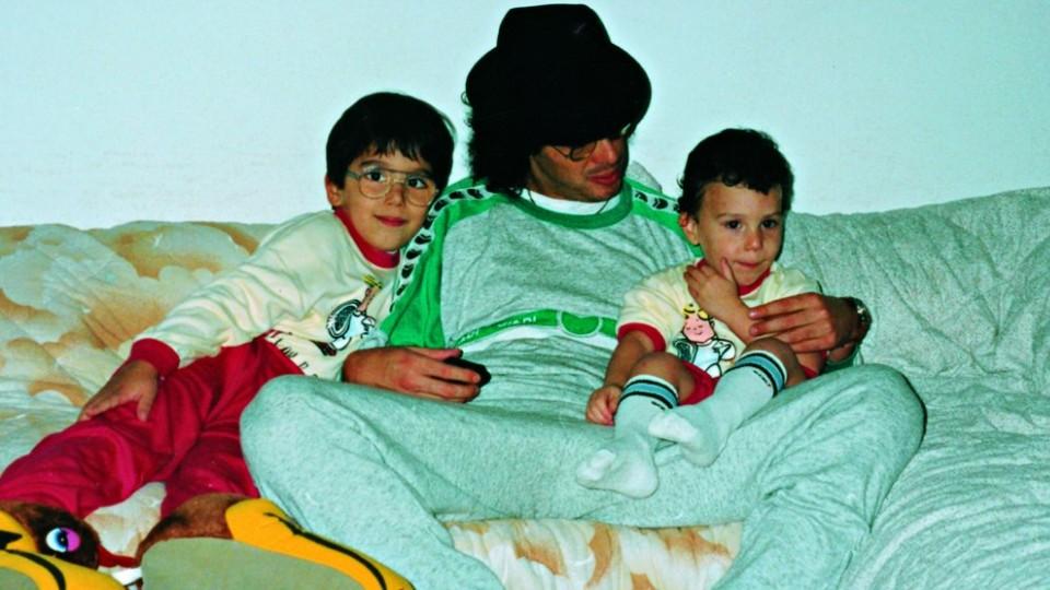 Largadão em casa, com os dois primeiros filhos, Victor Hugo e Ugo Leonardo