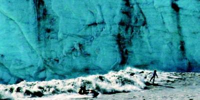 Surfando nas ondas geladas do Alasca