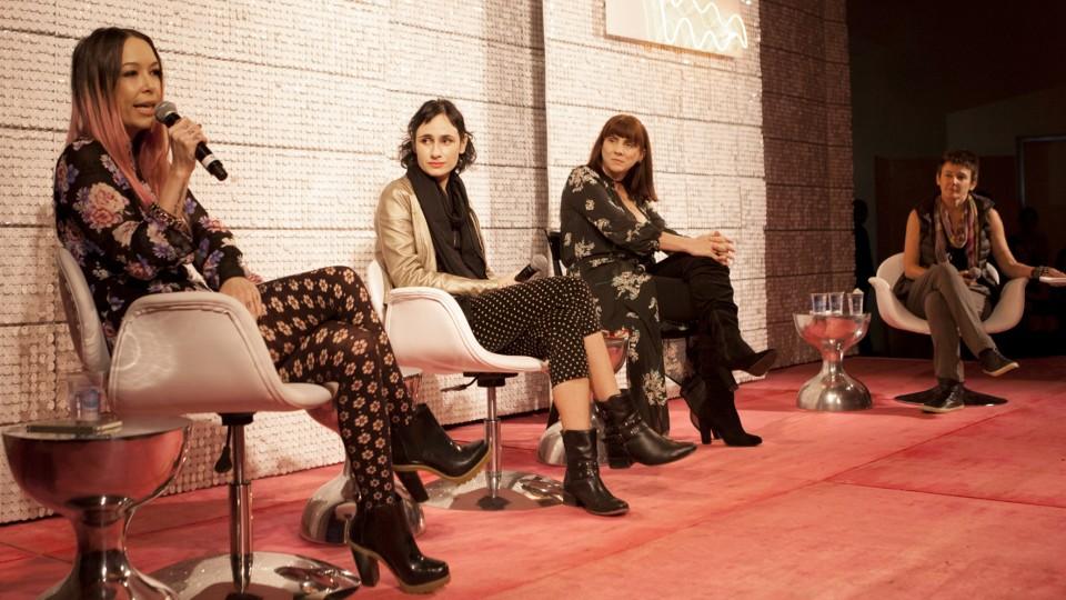 """Milly Lacombe media a mesa """"Mulher adora sexo"""", com Lia Bock, redatora chefe da Tpm, a escritora Carol Teixeira e a atriz Nicole Puzzi."""
