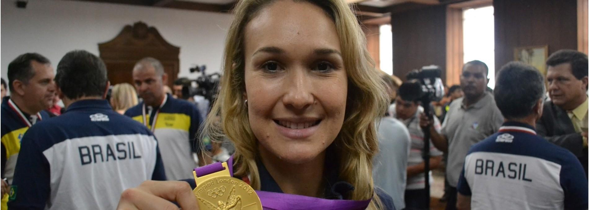 Fernandinha: medalha de ouro no vôlei e na causa animal
