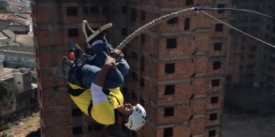 Como saltar de um prédio abandonado: conheça os rope jumpers