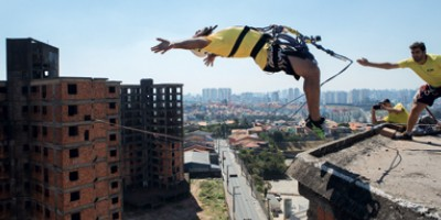 <span>Voando de um prédio abandonado com o rope jump</span>
