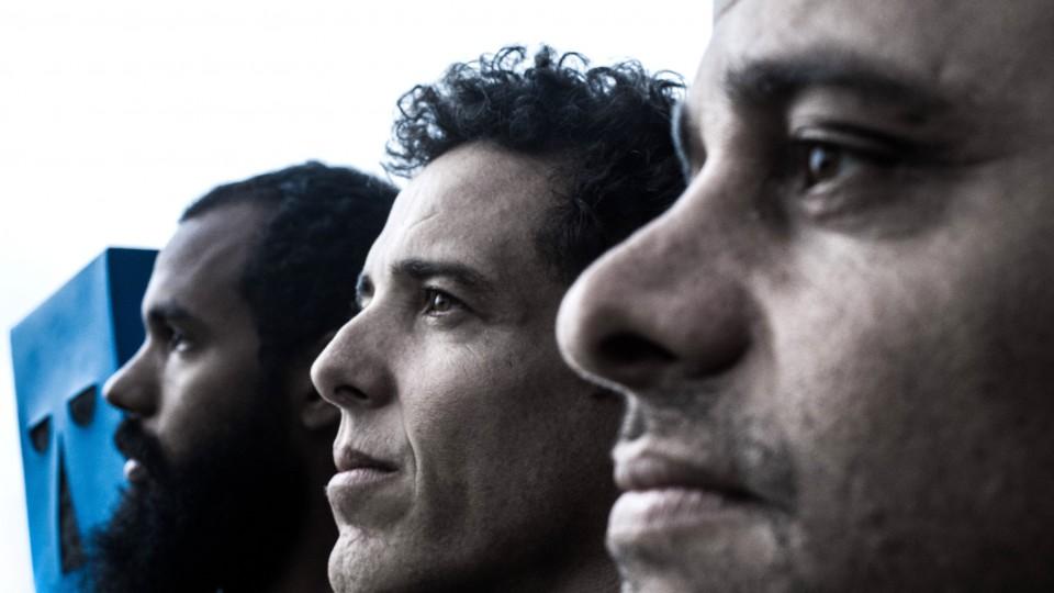 Integrantes do BaianaSystem: Russo Passapusso, SekoBass e Roberto Barreto