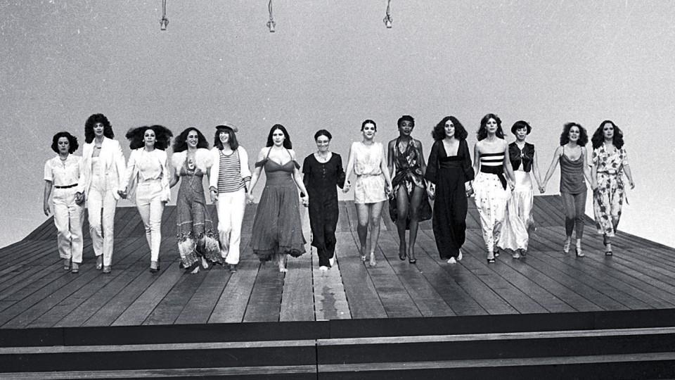 No programa de TV Mulher 80, a partir da esq.: Elis, Simone, Gal, Bethânia, Rita Lee, Fafá, Regina Duarte, Marina, Zezé Motta, Joanna e o Quarteto em Cy.