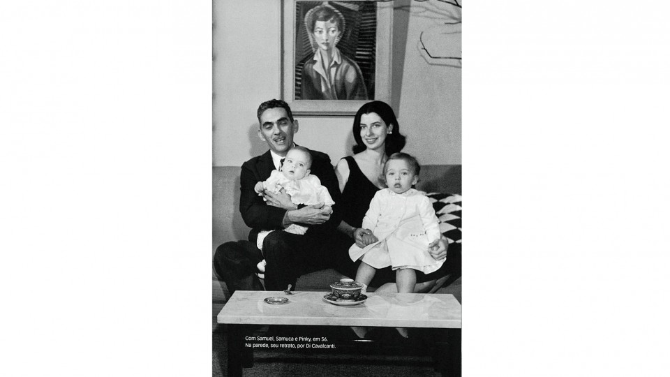 Danuza e Samuel (o primeiro marido) com os filhos Samuca e Pinky, em 1956. Ao fundo, Danuza por Di Cavalcanti