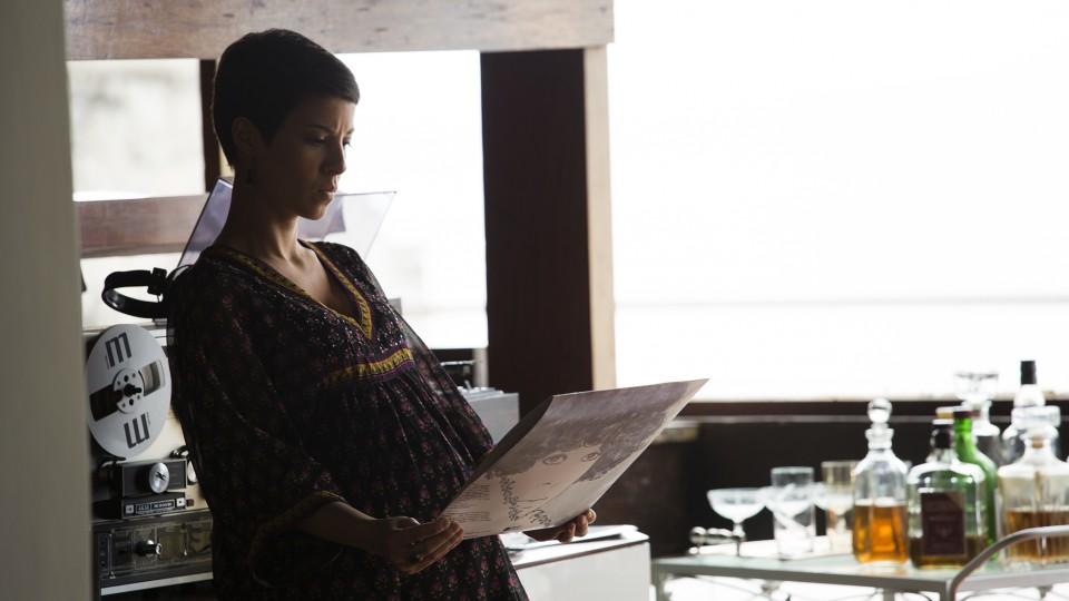 Interpretando Elis grávida do primeiro filho, João Marcelo Bôscoli