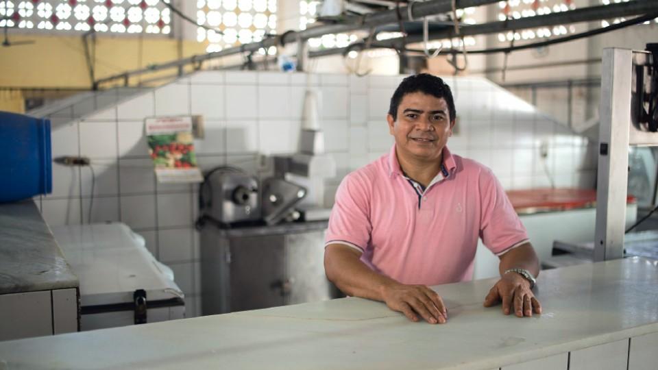 Raimundo Silva, do Ceará, aumentou seu comércio de carnes com o serviço de microcrédito do Avante, que recebeu investimento da Vox Capital em 2015