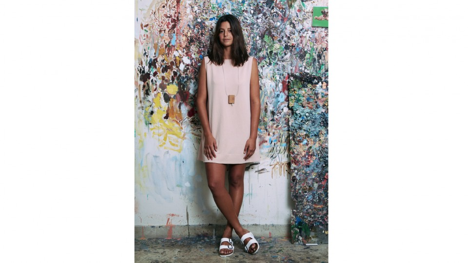 Maria Alice usa vestido Alsk na Os/On R$ 230, sandália Birkenstock na Farm R$ 459, colar Ivo Minoni na Frey Kalioubi R$ 220