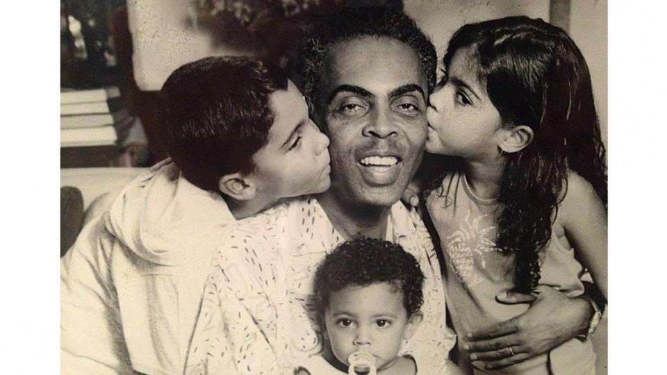 Em 1994, Bem, Bela e José com o pai Gilberto Gil