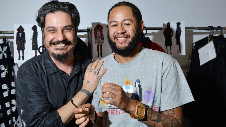 João Pimenta e Emicida no backstage