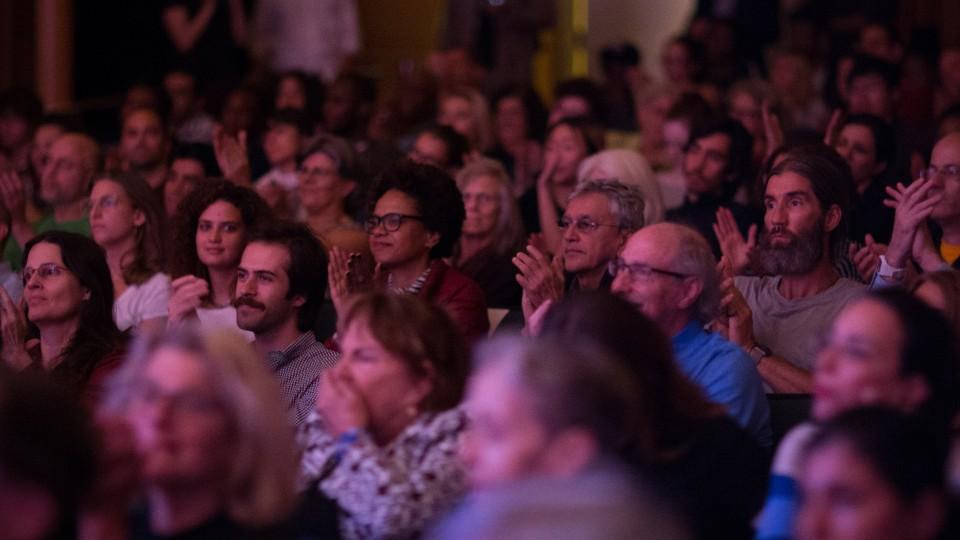 Presença ilustre na plateia em Nova York: Caetano Veloso