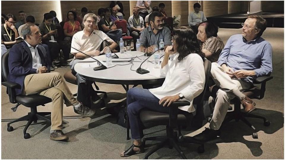 Os criadores da abertura das Olimpíadas: Andrucha Waddington (de camisa branca), Daniela Thomas (em primeiro plano) e Meirelles