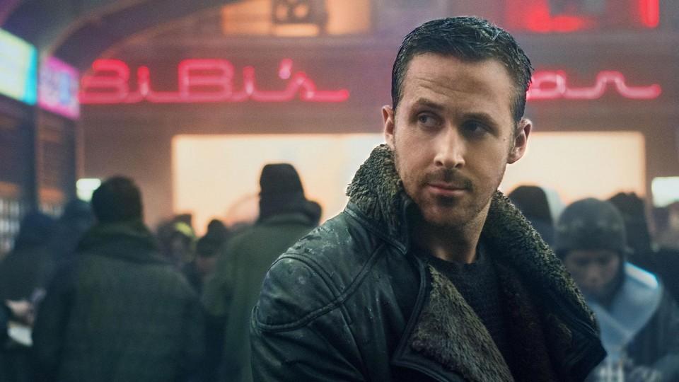 O ator Ryan Gosling em Blade Runner 2049