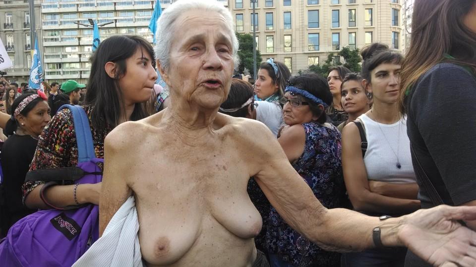 """Marta, 80 anos- É uma oportunidade maravilhosa para mostrar os peitos no Obelisco"""""""