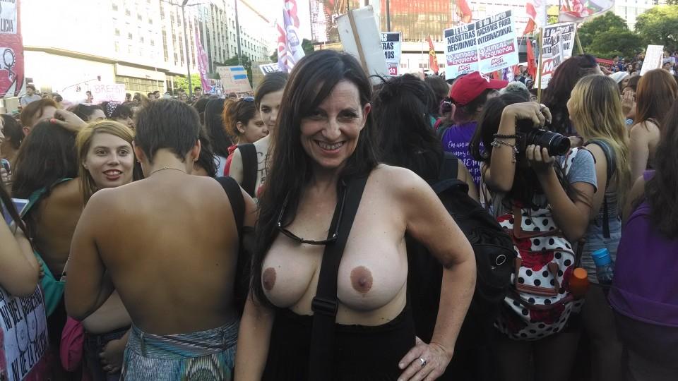 """Gabi Cuneo, médica de 50 anos: """"A verdade é que só estamos sem camisa"""""""