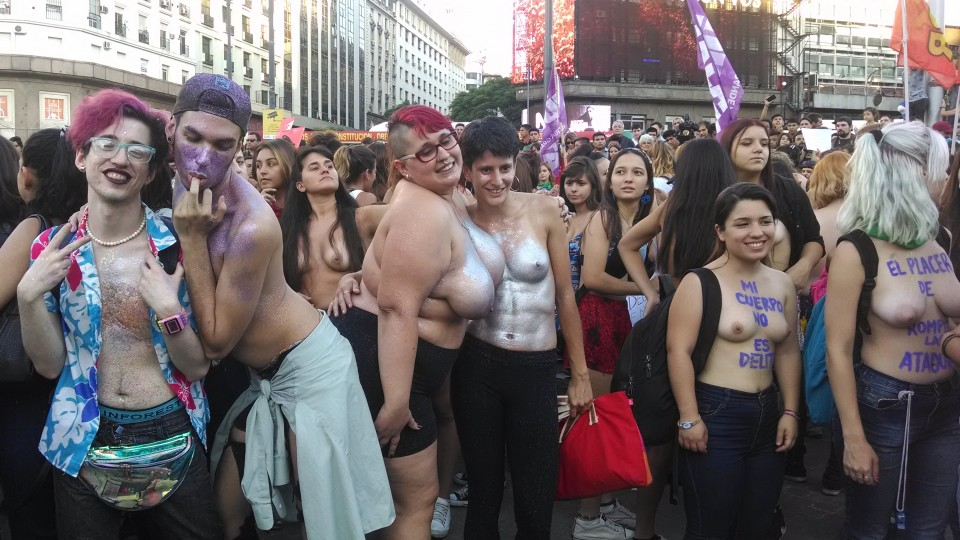 Alguns homens se solidarizaram com o protesto e participaram dele