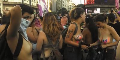 Tetaço: mulheres fazem topless em  Buenos Aires