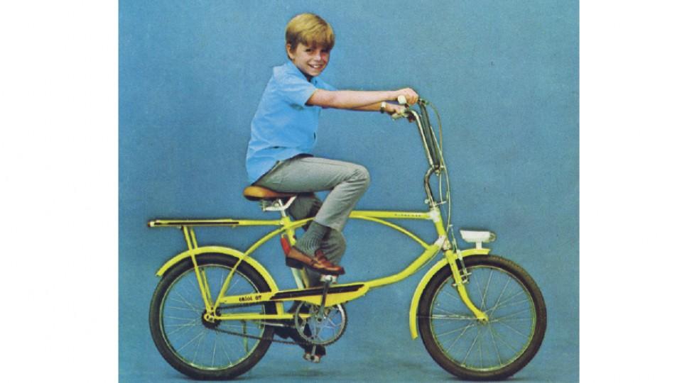 Tito, aos 8 anos, em uma bike Caloi