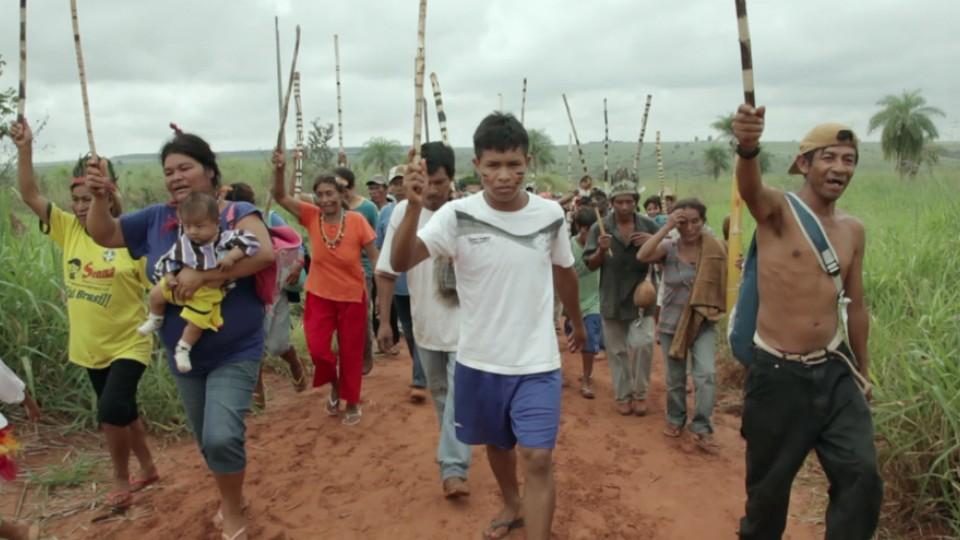 Índios Guarani Kaiowá em luta pela retomada dos territórios dos antepassados