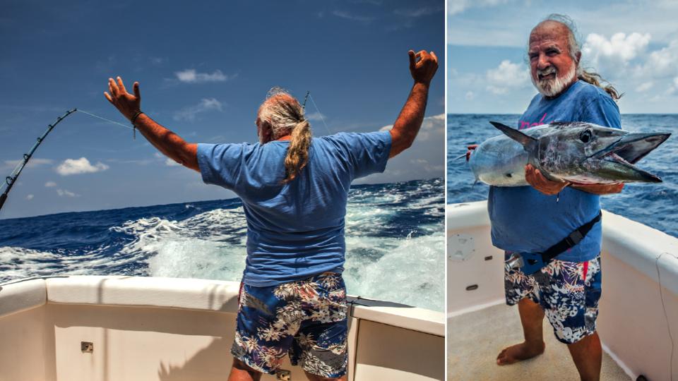 À esq., de braços abertos para o oceano; à dir., com a cavala de 1,60 m pescada sob o olhar da Trip