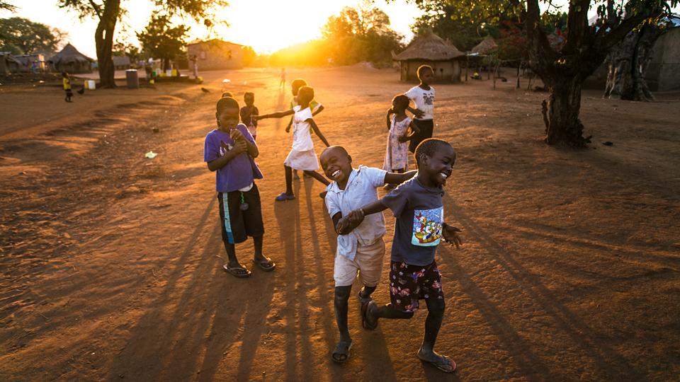 A alegria das crianças africanas é contagiante. Vivemos com o povo Goba por mais de dois meses, conhecendo seus hábitos e tradições