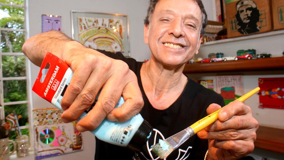 Arnaldo começou a se dedicar à pintura durante o longo intervalo de sua carreira musical
