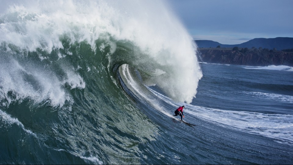 Sem medo das águas míticas de Mavericks, na Califórnia