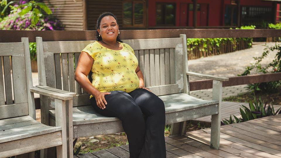 Harlene Suely Pereira da Silva, 28, está grávida, se preparando para ir para o continente