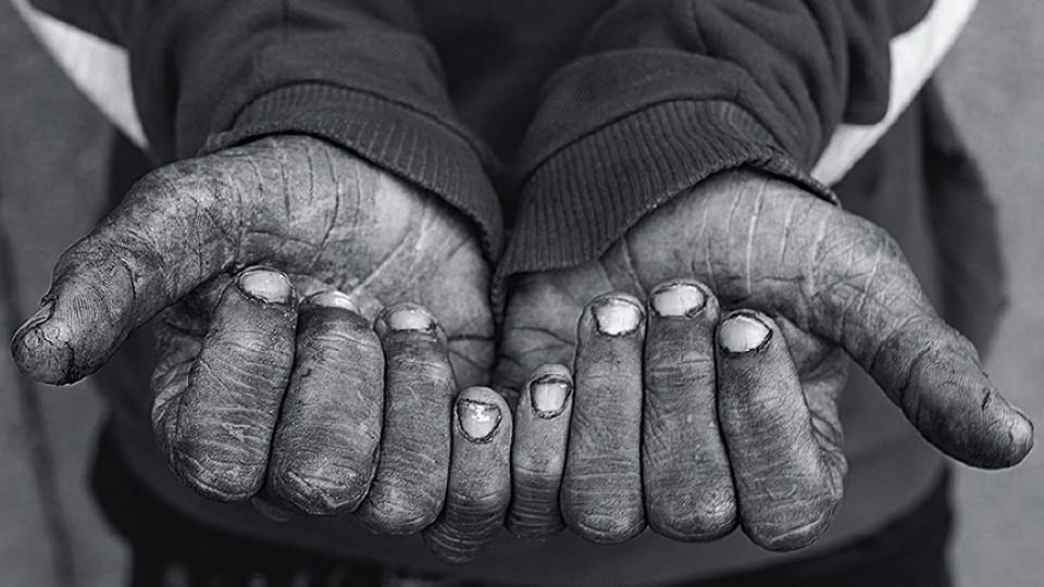 """Imagem do livro """"Simulacrum Praecipitii - A Visão do Abismo"""", resultado do trabalho do fotógrafo italiano Alessio Ortu na cracolândia"""