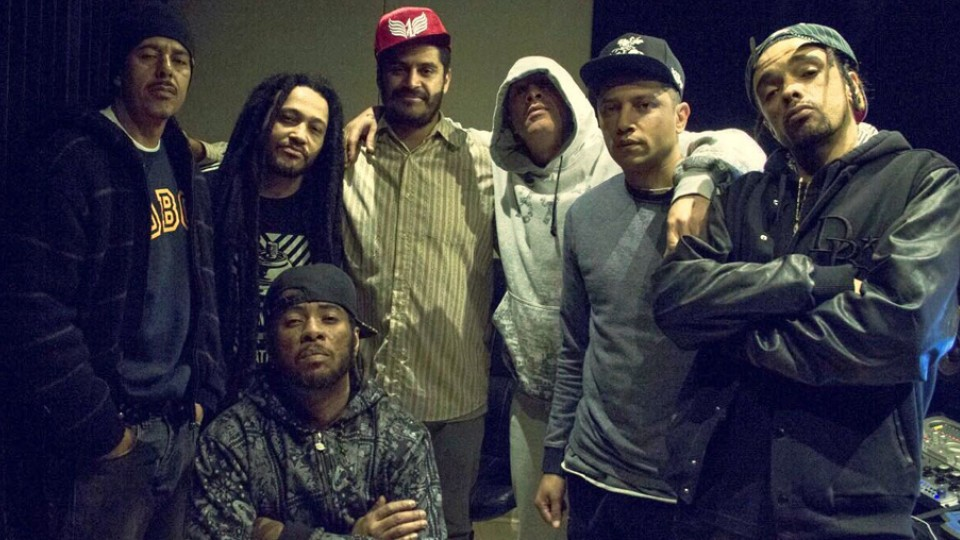 RZO ao lado de Criolo e Rael. O disco também traz parcerias com nomes como Billy SP, Gaudy, Bone Thugs & Harmony, Nino Cobra e Jay Kay.