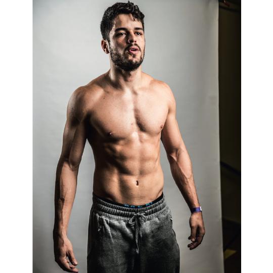 """""""Passo a semana inteira no box. Gosto de saber que posso ir cada vez mais longe contra mim mesmo"""" - Paulo Fernandes, 24, nadador"""