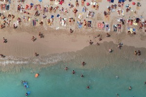 O protetor solar está matando os corais pelo mundo