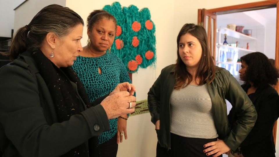 Em visita à Casa de Passagem Rosângela. Todas as vereadoras da CPI da Vulnerabilidade da Mulher estiveram presentes visitando o equipamento público da rede de enfrentamento à violência contra a mulher