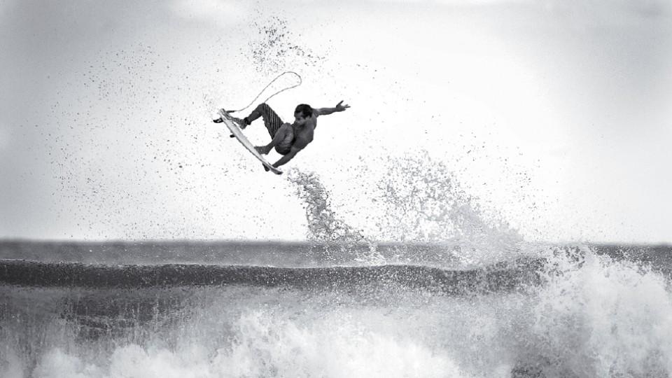 Marcelo Trekinho dando um aéreo em Salina Cruz, no México