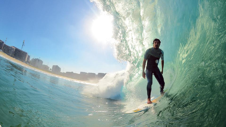 Gabriel Pastori em serena conexão com o mar