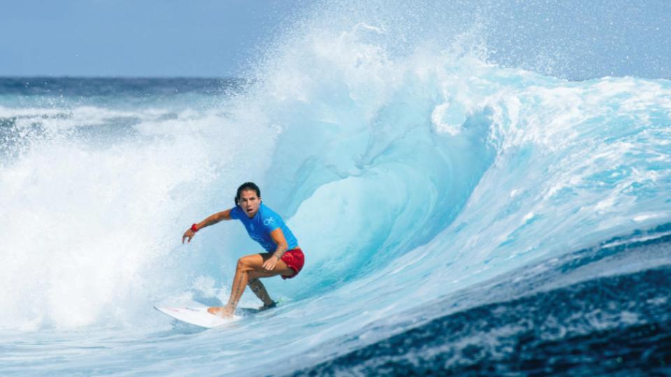 """Silvana, na segunda bateria da etapa deste ano de Cloudbreak, nas Ilhas Fiji: """"o que forma talentos são as competições"""""""