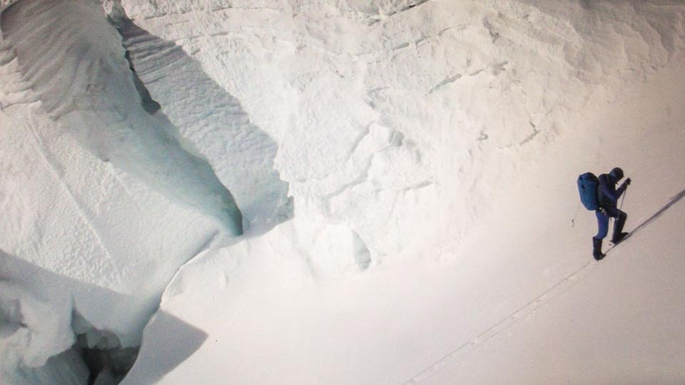 Kilian Jornet escalando o Everest, a 7.500 metros de altitude
