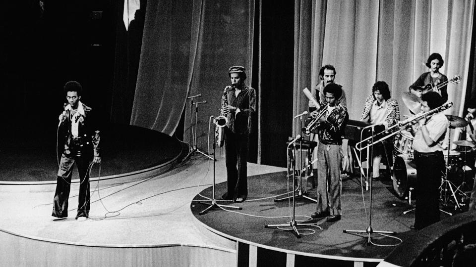 """Melodia e big band tocando """"Ébano"""", finalista no Festival Abertura, em 1975"""
