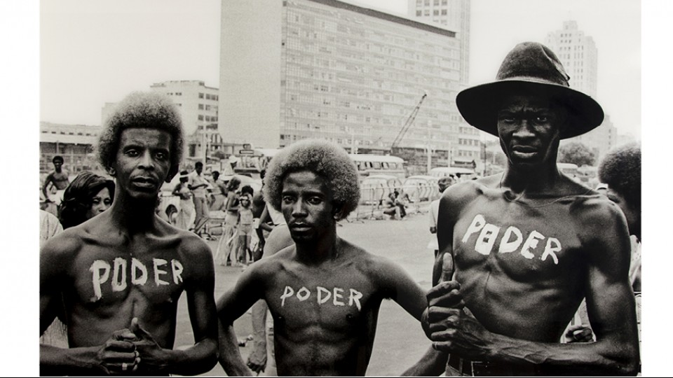 """""""Poder"""", foto clássica de Carlos Vergara, ajudou a batizar a mostra do MIS"""