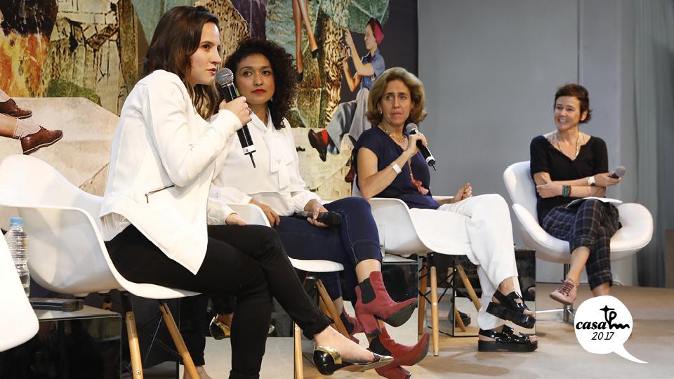 """Bianca Comparato, Viviane Duarte e Lygia da Veiga Pereira debateram sob mediação de Milly Lacombe na mesa """"O futuro é feminino"""", que abriu a programação do domingo"""