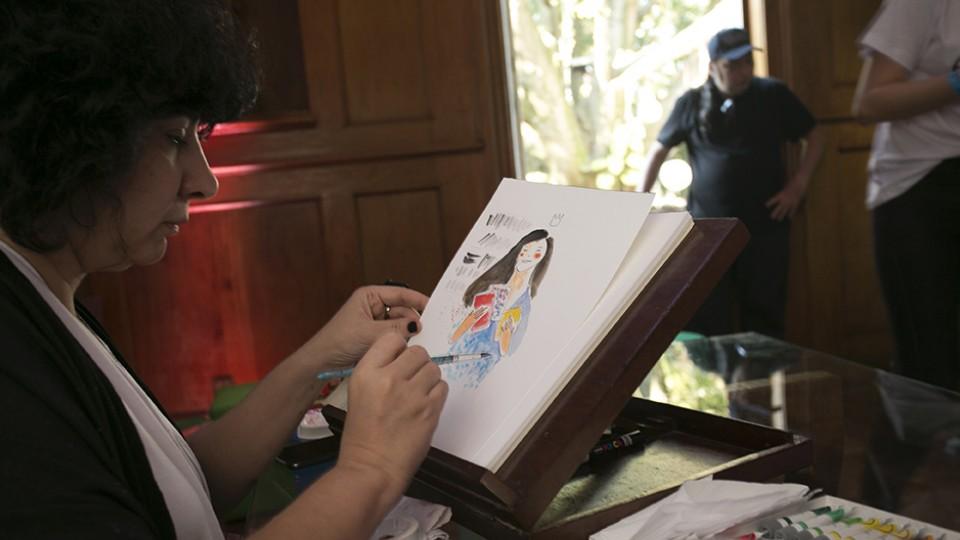 A artista Eva Uviedo em ação