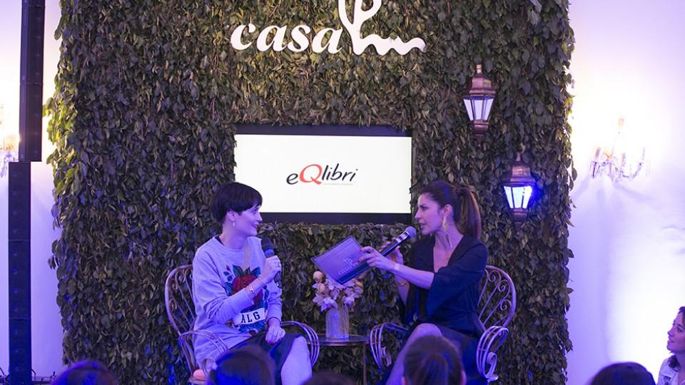 A jornalista Carla Fiorito entrevista Vanessa Rozan