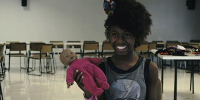 Meninas pretas precisam de bonecas pretas