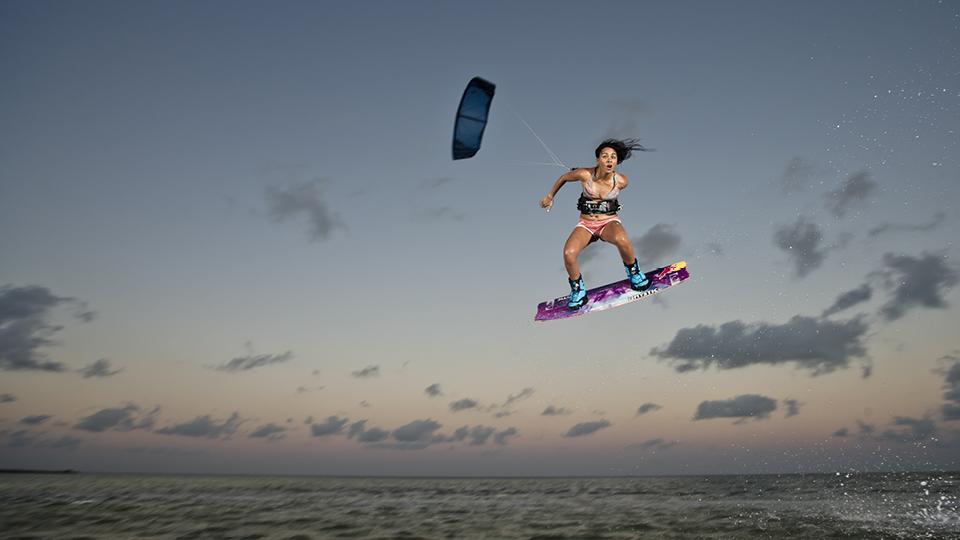 Bruna Kajiya criou o projeto Diamond Chicas, que reúne garotas interessadas em kitesurf