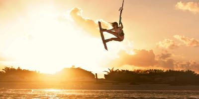 A força das mulheres do kitesurf