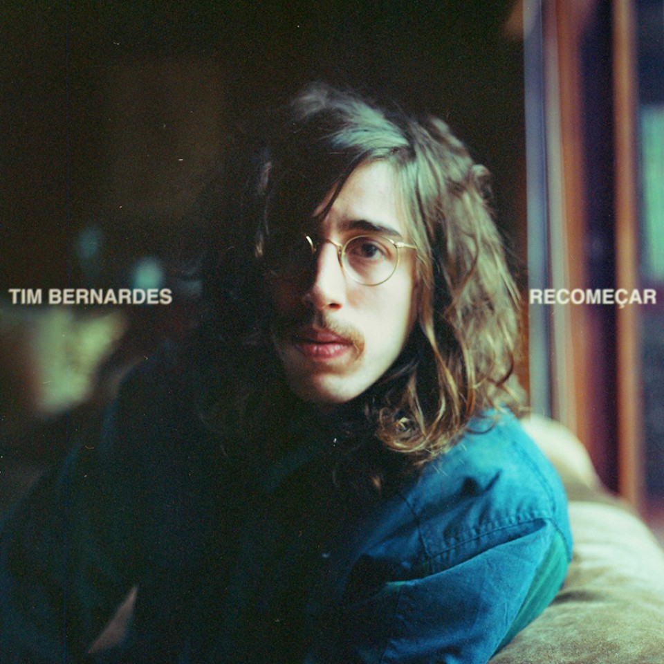 Capa do disco de estreia em carreira solo de Tim Bernardes