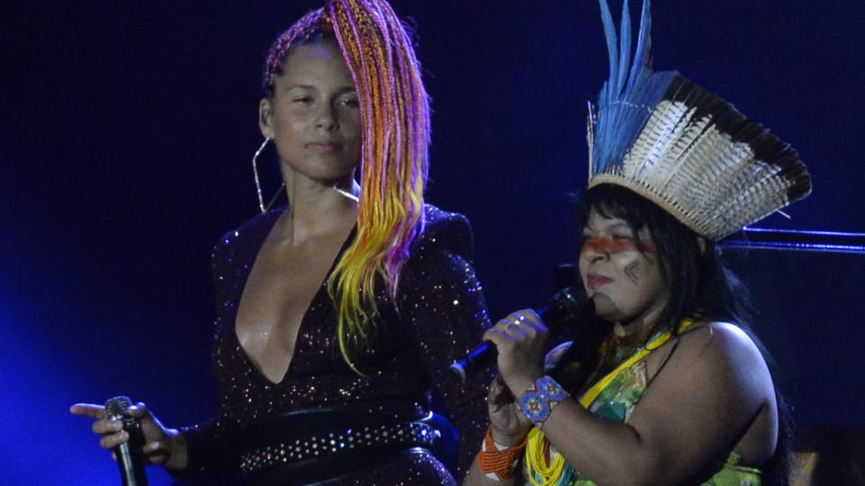 Durante sua apresentação do Rock in Rio deste ano, Alicia Keys chamou para o palco a líder indígena Sonia Guajajara