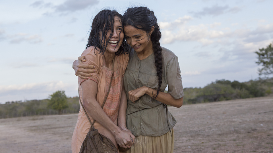 Emília e Luzia, protagonistas de Entre Irmãs, interpretadas por Marjorie Estiano e Nanda Costa