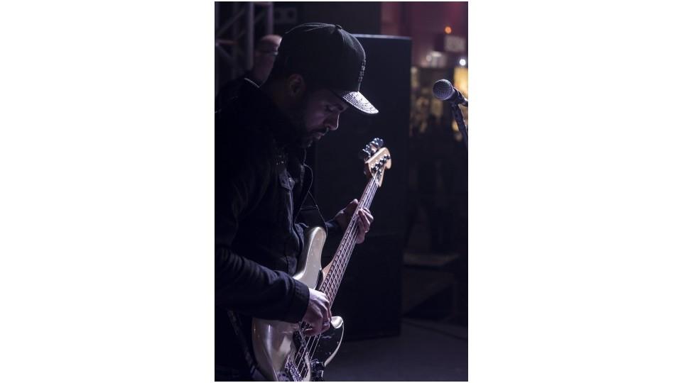 Silvera, cantor e produtor de R&B, produziu o segundo disco de Sorry Drummer pelo selo Gueropa